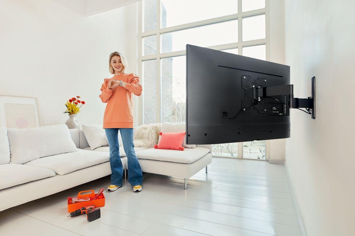 Vogel's TVM 1245 Schwenkbare TV-Wandhalterung - Geeignet für Fernseher von 19 bis 43 Zoll - Bis zu 180° schwenkbar - Bis zu 15° neigbar - Ambiance