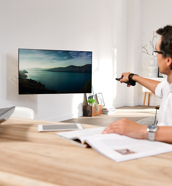MotionMount - le support TV mural qui pivote vers vous