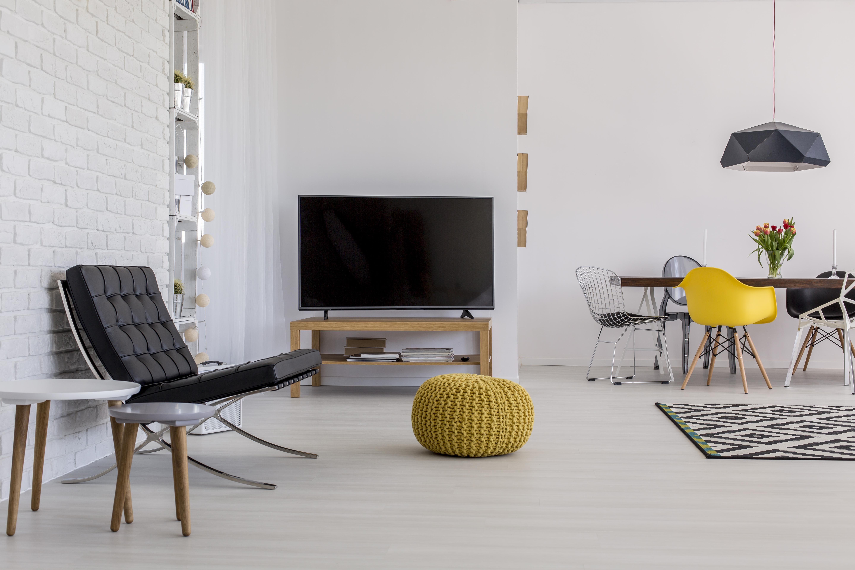 wer ein einzimmerappartement hat und einen raum somit als wohn und schlafzimmer nutzt kann den fernseher mit dem passenden tv mobel praktisch im raum