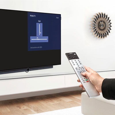 Vogel's has been making TV wall mounts for 45 years and its high-quality product range also features wall mounts specifically designed for Loewe televisions. The electric [MotionMount] from Vogel's can be directly controlled via a Loewe television