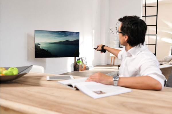 Elektrische tv beugel speciaal voor OLED|Vogel's