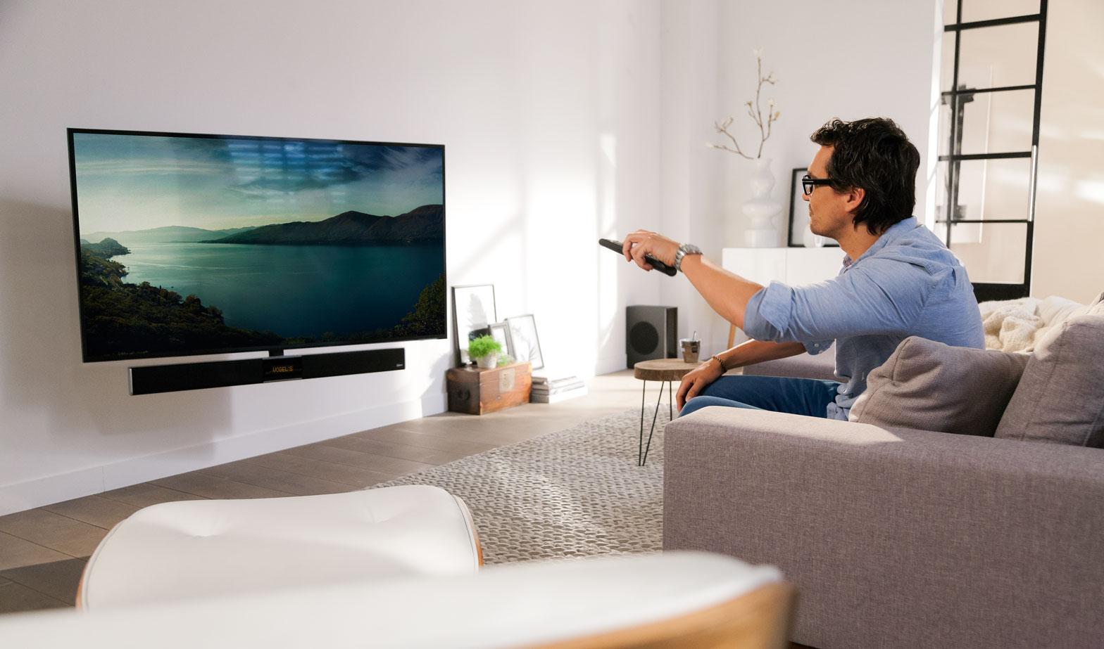MotionSoundMount: elektrische tv muurbeugel met geïntegreerde soundbar en draadloze subwoofer